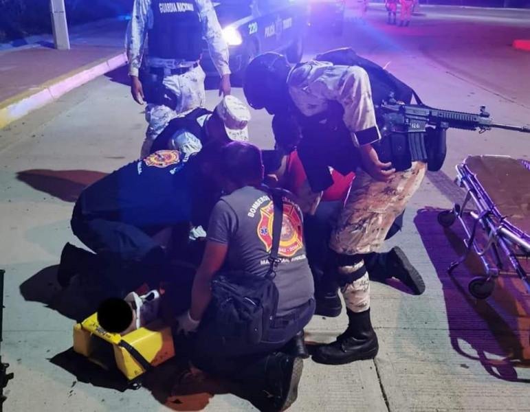 Motociclista atropella a elemento de la Guardia Nacional