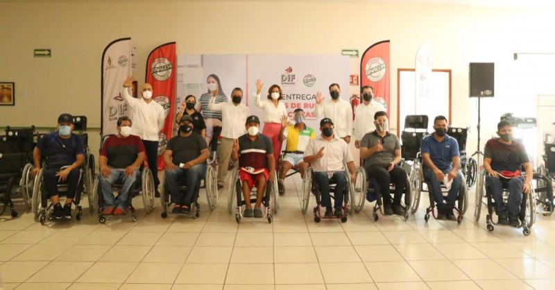 Entrega DIF Sinaloa sillas de ruedas activas y tradicionales