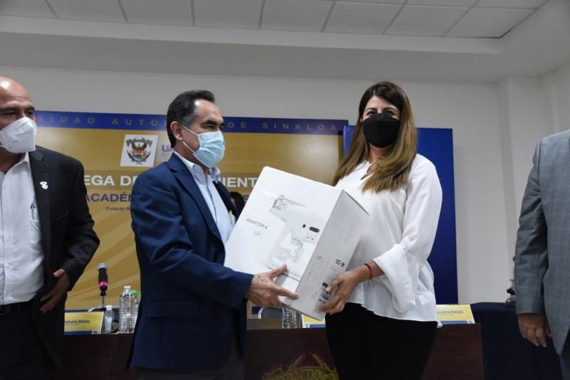 Entrega Rector de la UAS equipo a Escuelas y Facultades del  nivel superior