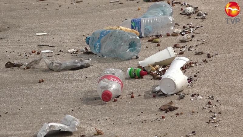 Invitan payasos a limpiar playas de Mazatlán