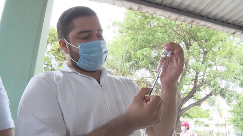 Solicita más vacunas Quirino Ordaz para detener contagios