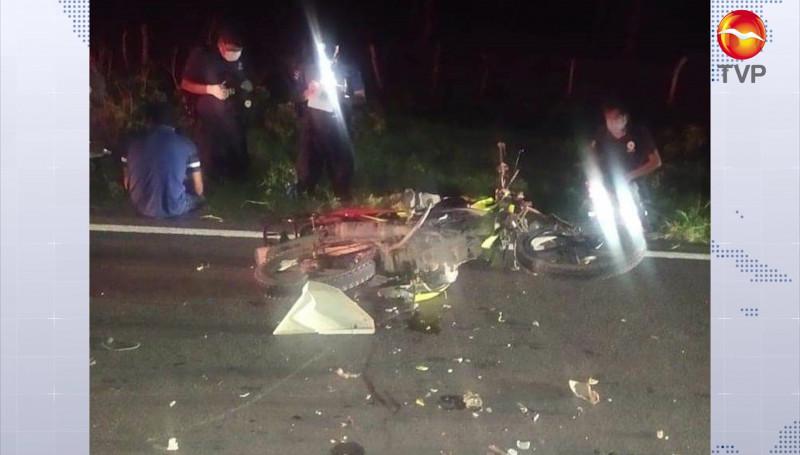 Motociclistas se estrellan contra una vaca;  un joven perdió la vida