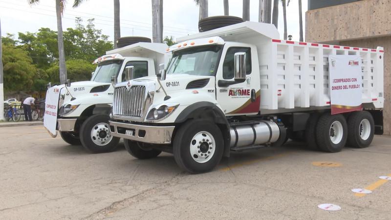 Estrenan trabajadores de Ahome camiones nuevos de volteo; están listo para la chamba