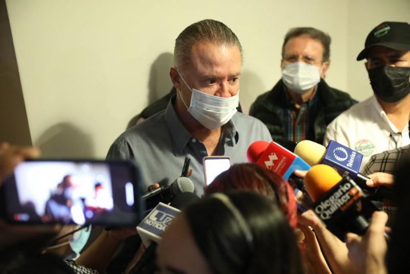 Ni confinamiento ni ley seca,  contra el COVID más vacunas: Quirino