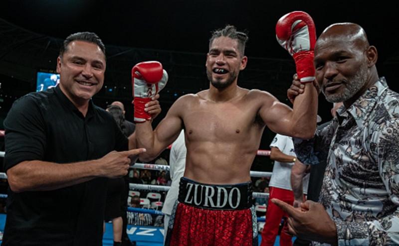 """Zurdo"" Ramírez gana por KO al cubano Sullivan Barrera"
