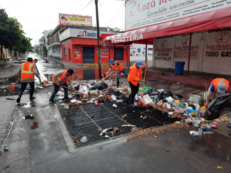 Retiran cuatro toneladas de basura tras lluvia
