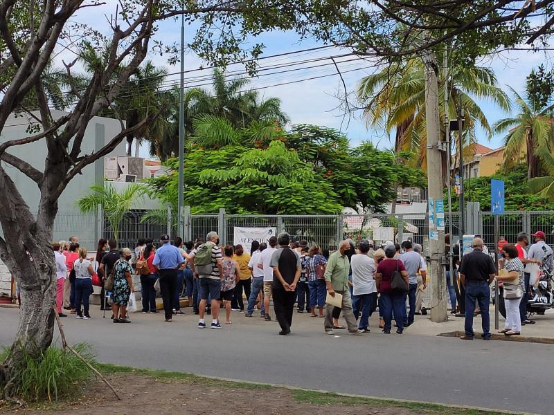 Así esperan ser atendidos adultos mayores en Clínica del ISSSTE en Mazatlán