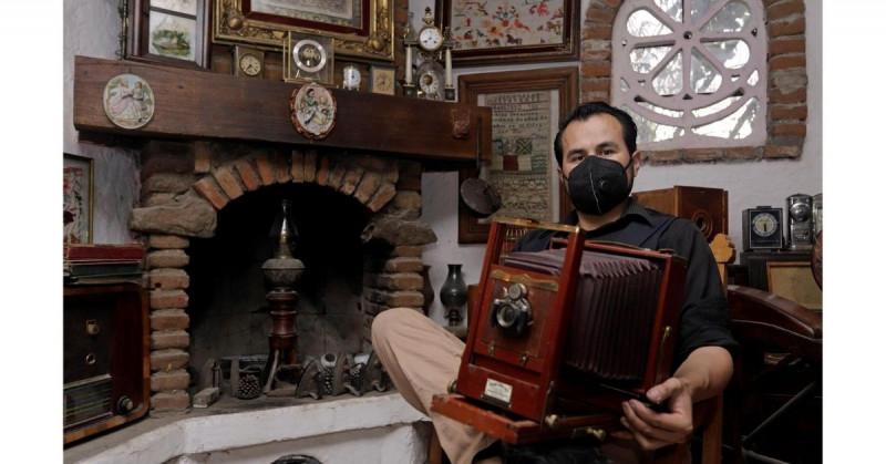 Este mexicano tiene una colección de 3,000 cámaras fotográficas de todas las épocas