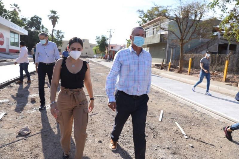 Gobernador de Sinaloa supervisa obras de pavimentación en Guamúchil