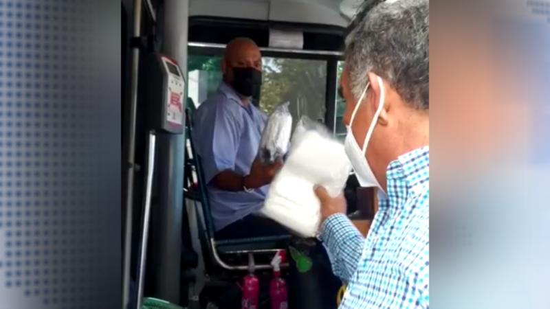 Se dota de cubrebocas a los choferes del transporte público en Culiacán