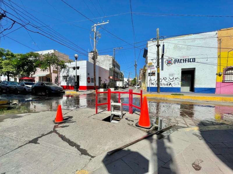 Agua en las calles puede ser por trabajos de Telmex
