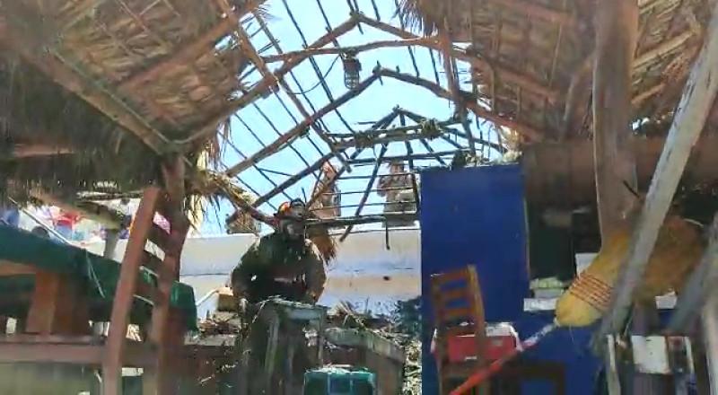 Se quemó palapa en malecón de Mazatlán
