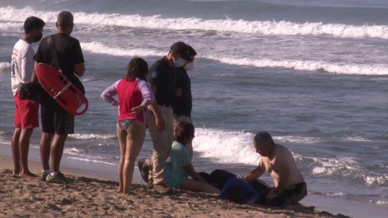 Rescatan a tres turistas de ahogarse en el mar