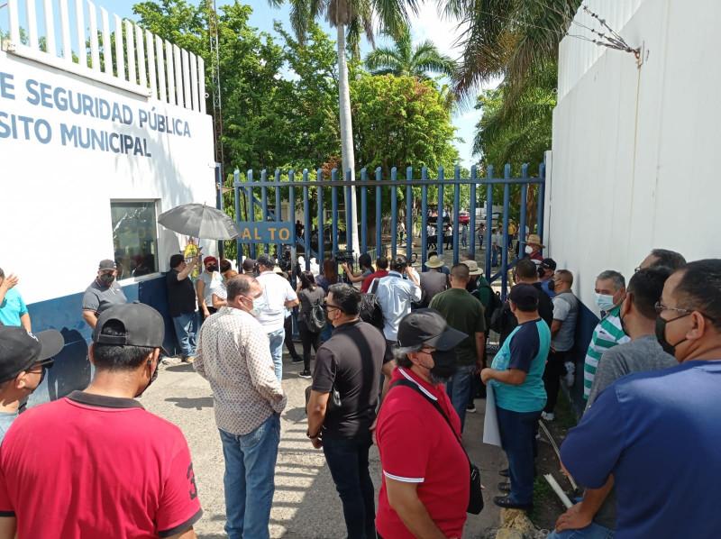 """Policías """"reprochan"""" a Estrada Ferreiro que les condicionen pago de su quincena"""