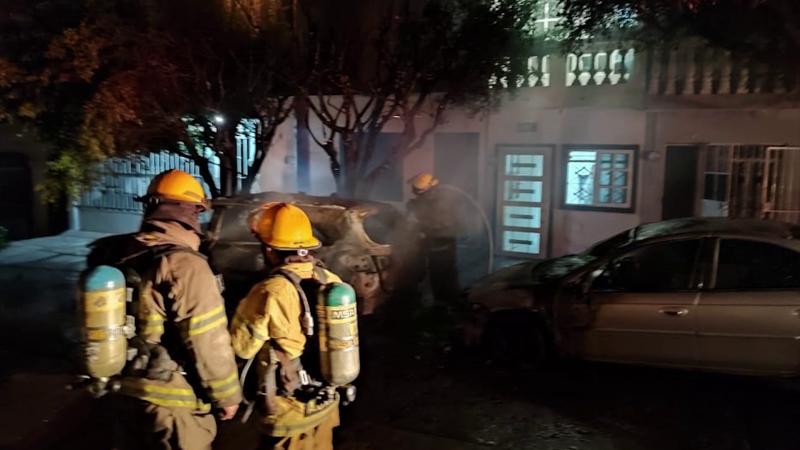 Se incendian dos vehículos en la Colonia Montuosa