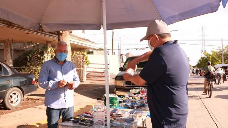 Capacitan a comerciantes de los tianguis para prevenir contagios