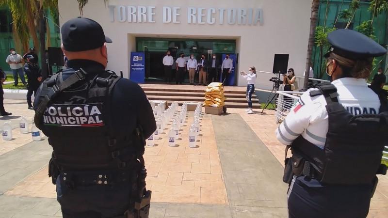 Dona la UAS equipo de protección a Policía de Culiacán