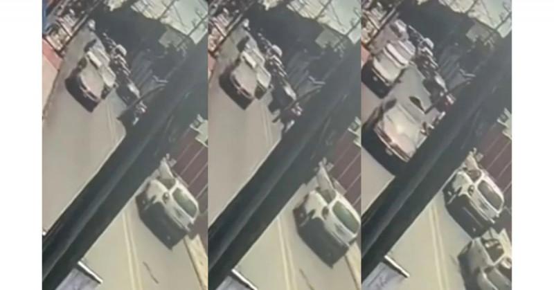 Asaltantes de Cuernavaca mueren impactados contra un taxi después de robar a transeúnte (video)