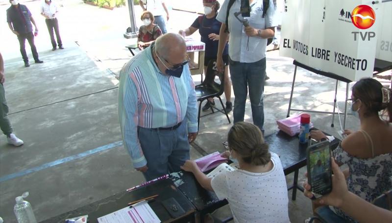 A favor, así votó el Alcalde Benítez Torres en la Consulta Popular