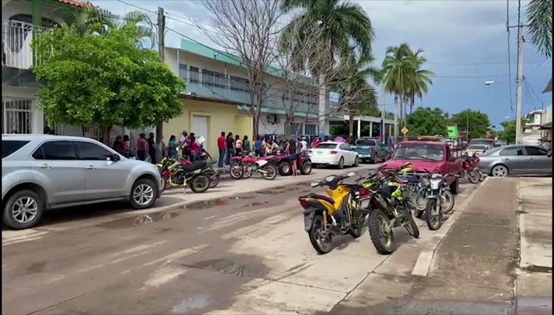 Jóvenes de Rosario acuden a vacunarse contra el Covid