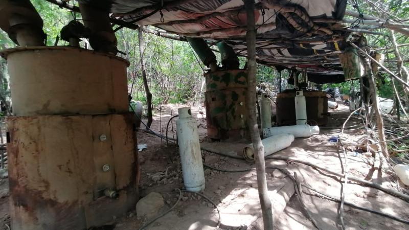 """Detectan  e inhabilitan """"Narcolaboratorio"""" ubicado en el cerro de """"Las 7 Gotas"""" de Culiacán"""