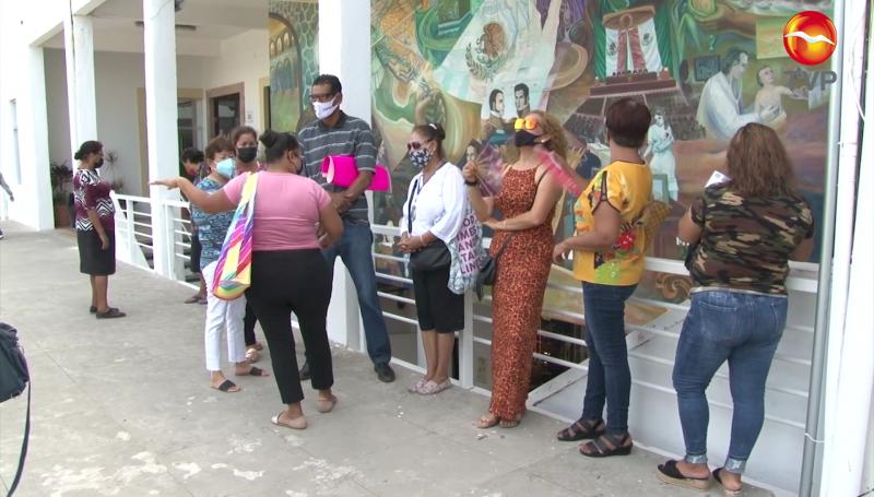 Tianguistas de la Juárez piden que los dejen trabajar todos los domingos