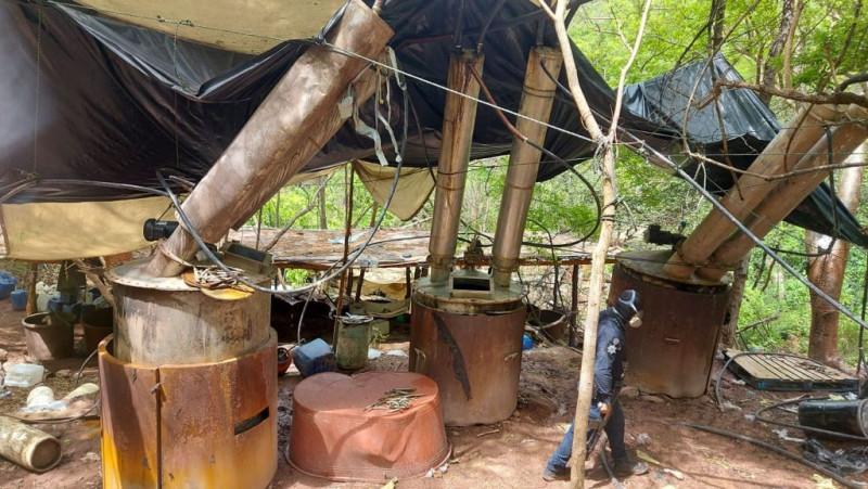 La SEDENA y la Policía Estatal aseguran presunto laboratorio en Cosalá
