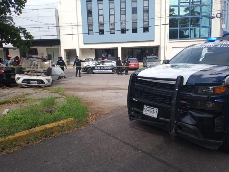 Uber choca con patrulla, una mujer resultó herida
