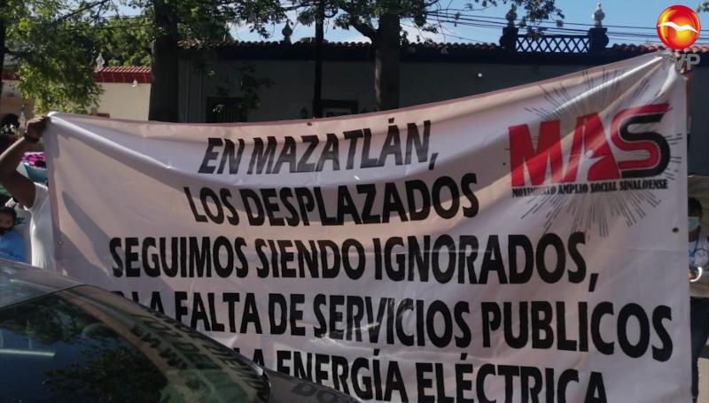 Desplazados solicitan les instalen servicios públicos en las viviendas otorgadas