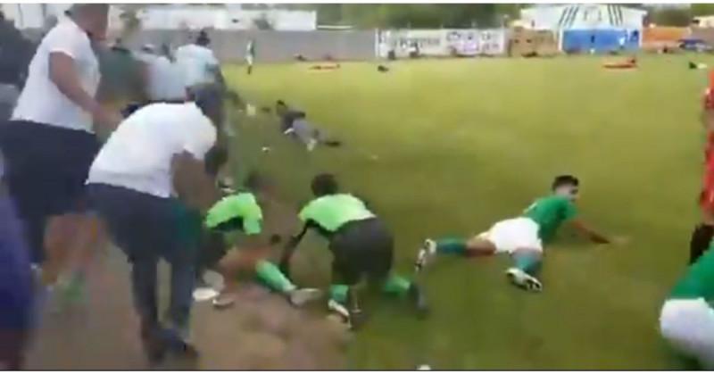 Balacera deja tres muertos en pleno partido de futbol en Guanajuato (video)