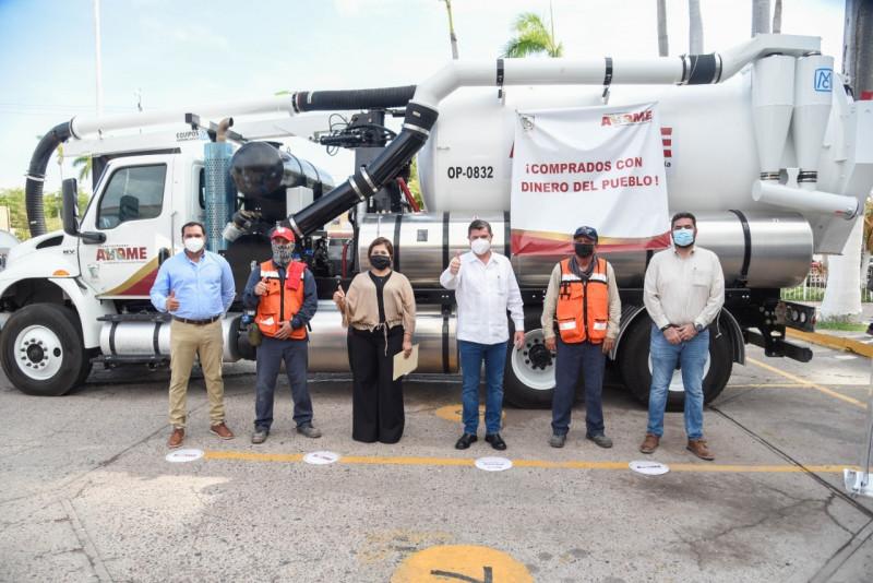 Entregan Vactor nuevo a la Japama autoridades de Ahome
