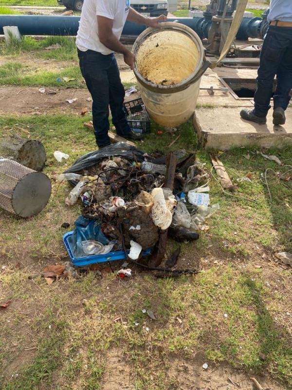 Basura genera taponamiento en bombas extractoras de agua en planta potabilizadora Isleta