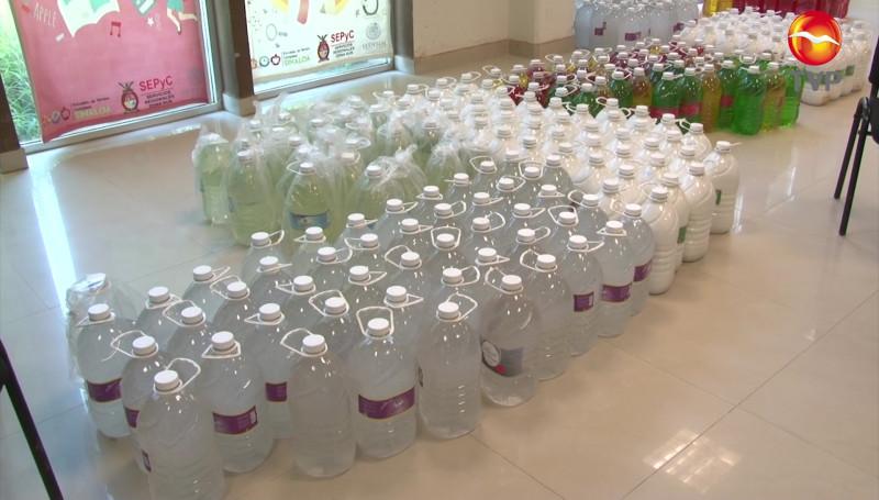 Servicios Regionales entrega artículos para limpiar escuelas