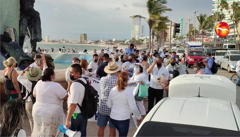 Mazatlecos marchan y se pronuncian en contra del certificado de vacunación