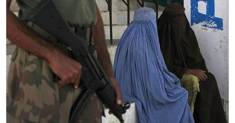 29 prohibiciones que los talibanes han impuesto a las mujeres al tomar el poder de Afganistán