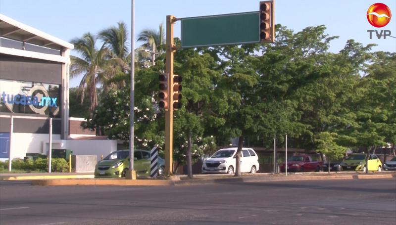 Con desperfectos, algunos semáforos de Mazatlán