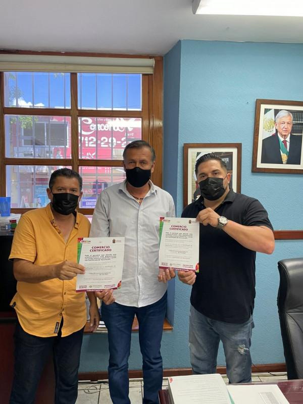 Entregan 10 Certificados de Confianza a comercios en Culiacán