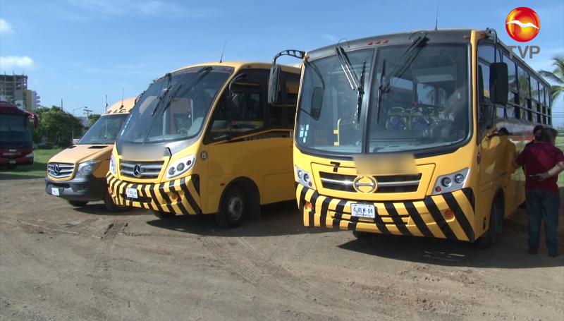 Revisan que camiones escolares estén en óptimas condiciones para regreso a clases