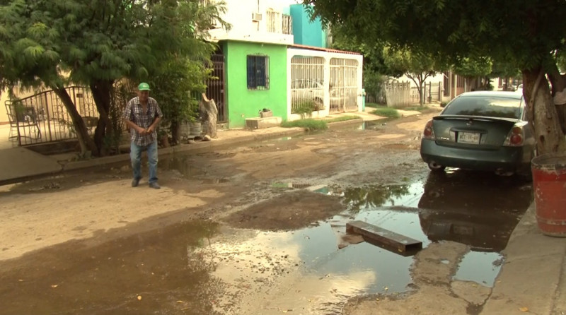 Cambian vecinos nombre de calle con fugas a Rio de Los Remedios