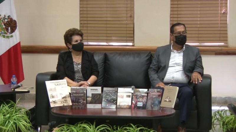 Presenta municipio libros de escritores cajemenses.