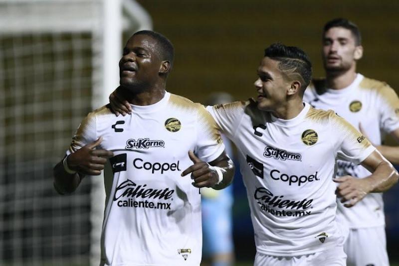 Dorados mantiene invicto y golea 4-1 a Cimarrones
