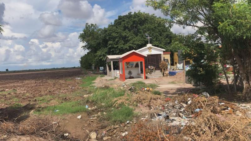 Vecino de Navolato denuncia que panteón invade sus tierras para sepultar