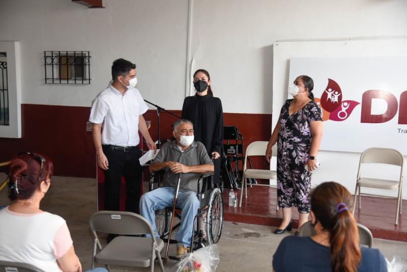 Encabeza Mayeli Rangel Vázquez entrega de aparatos funcionales