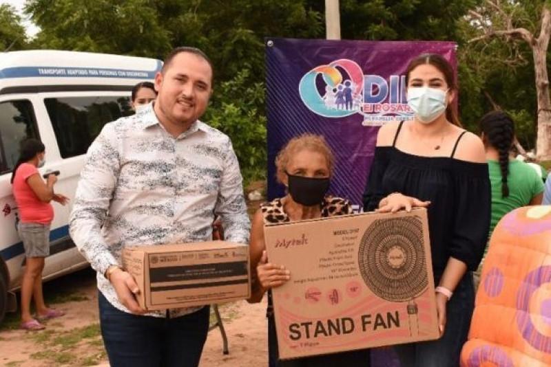 En Rosario se entregaron apoyos a familias afectadas por lluvias