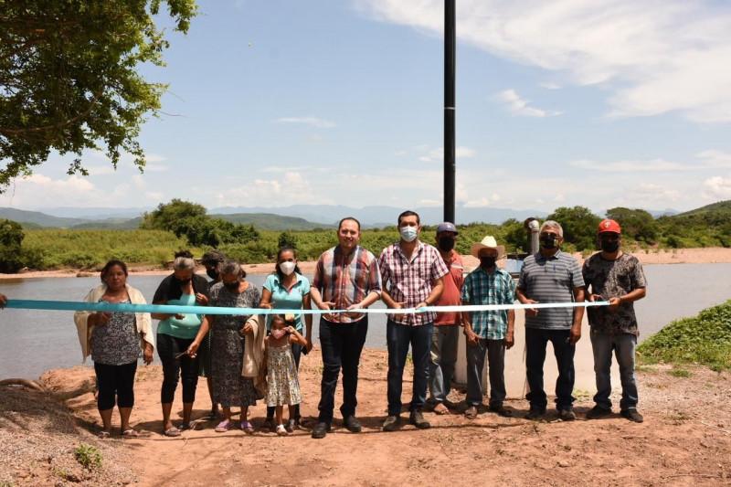 Entregan obras de agua potable para comunidades de Rosario