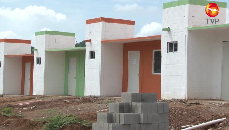 Entregan 52 viviendas a familias desplazadas de Concordia y Mazatlán