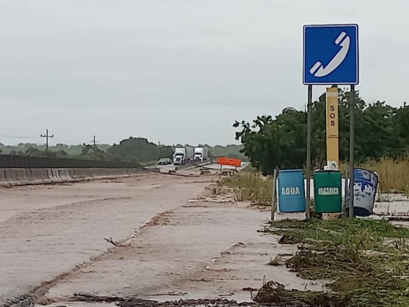Evacuan a 84 personas en Elota