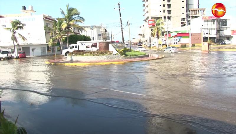 Sigue inundada la avenida Cruz Lizárraga