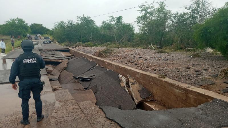 Nora deja daños en carreteras en Elota