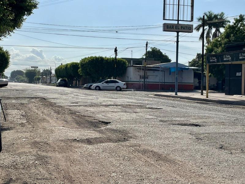 Piden vecinos atención a baches en la colonia Hidalgo